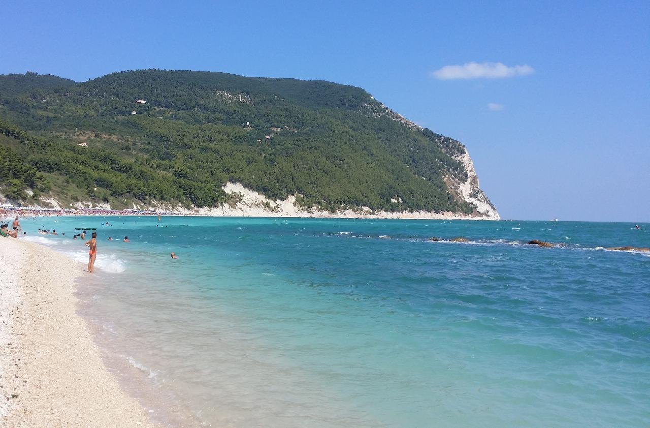 la splendida spiaggia di Sirolo