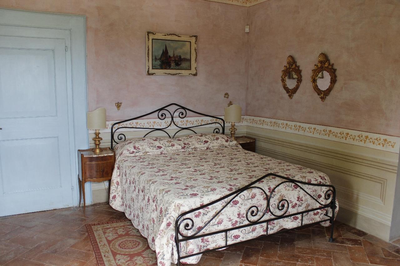 Una delle romantiche camere di Villa Centofinestre