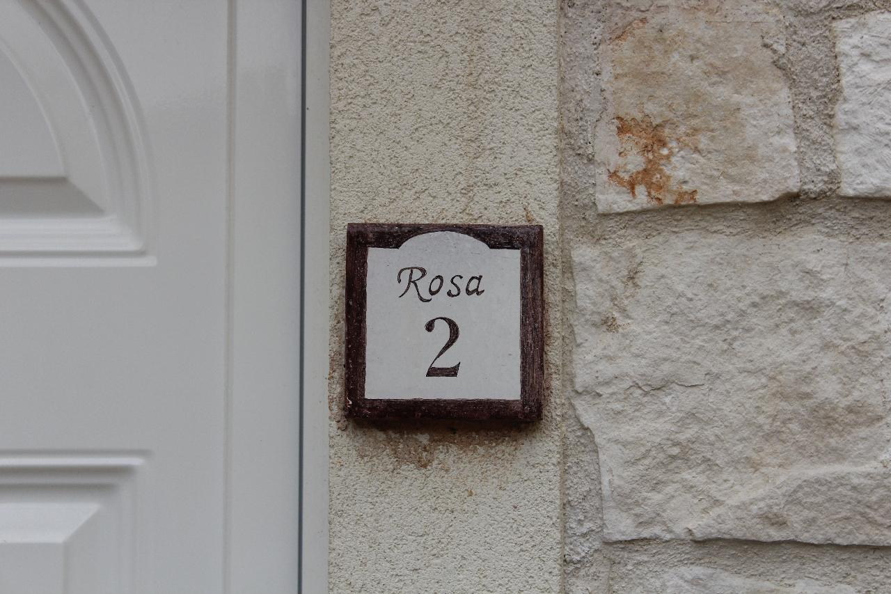 Dettagli, ingresso appartamento residence Hotel Giardino