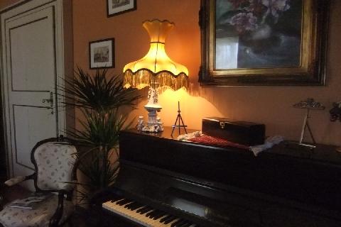 la sala d'ingresso e il pianoforte