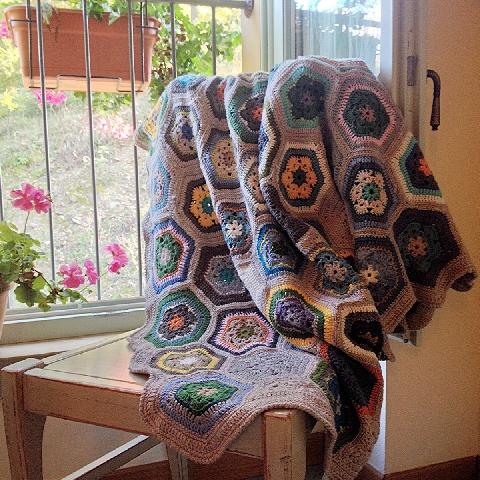 la calda coperta fatta a uncinetto da Alessia