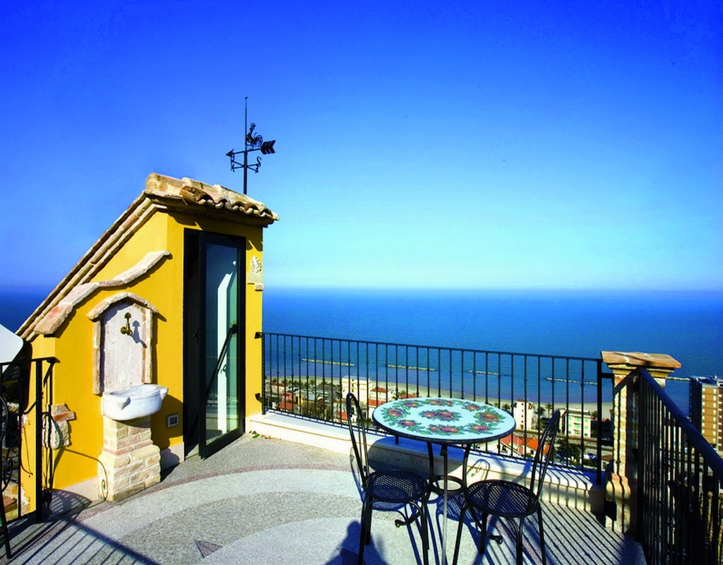 Bed And Breakfast La Torretta Sul Borgo A Grottammare